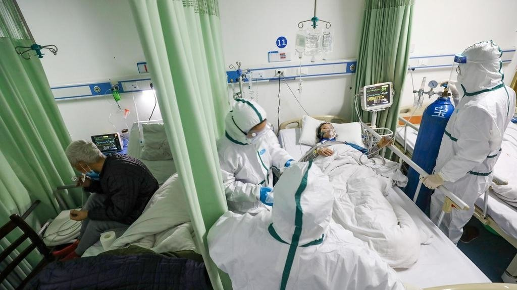 圖為救治新冠肺炎患者的武漢醫生 路透
