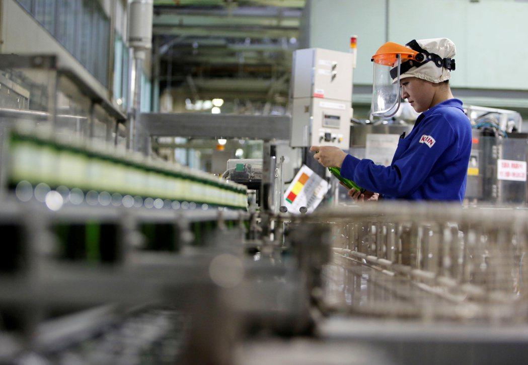 日本2月製造業PMI跌至七年低點。 路透