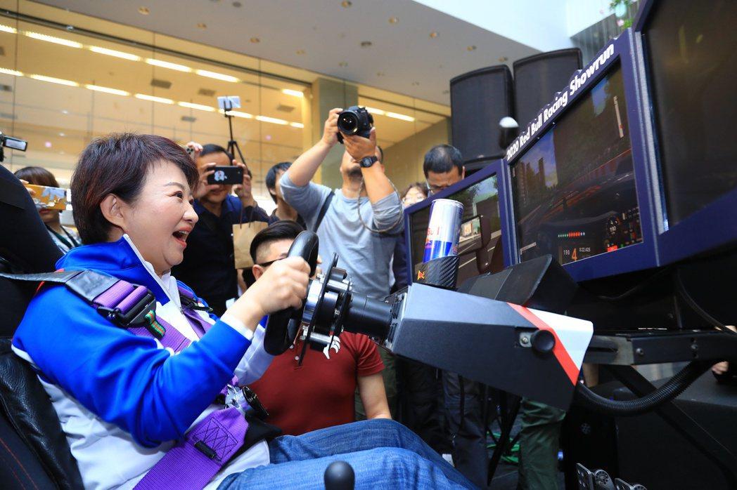 F1賽車表演賽原訂3月初在台北、台中街頭舉行,受到新冠肺炎疫情影響,表演賽暫緩,...