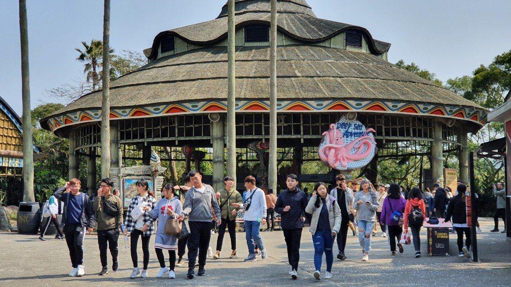 六福村為229壽星4年一次擴大慶生,全民同享購票加贈優惠券。圖/六福村提供