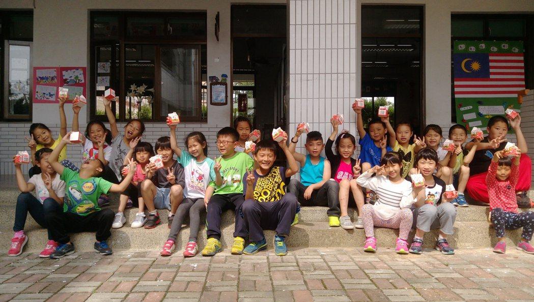 金門學童可以免費喝鮮乳,被視為是小朋友每日上課的小確幸。圖/資料相片