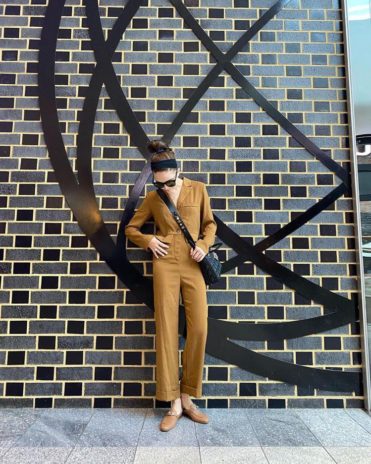 昆凌選搭Lady Dior手袋,My ABCDior客製化掛飾背帶上面是J❤HR...