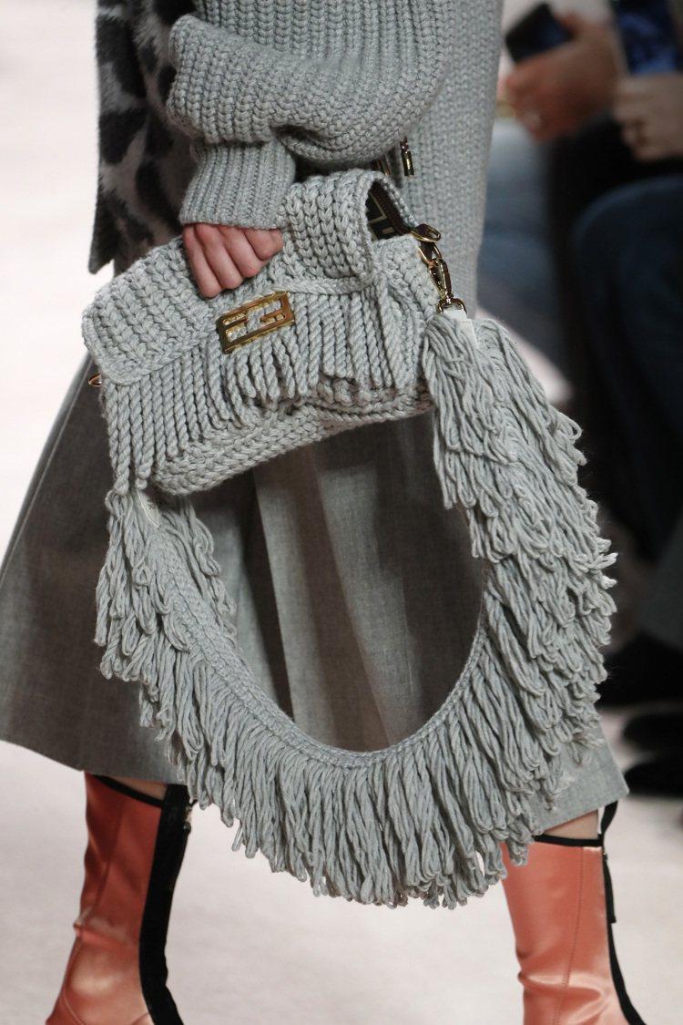Baguette秋冬季推出手工編織羊毛材質包款。圖/FENDI提供