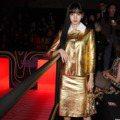 米蘭時裝周/BLACKPINK Lisa璀璨金裝現身 PRADA大秀「超現魅力」