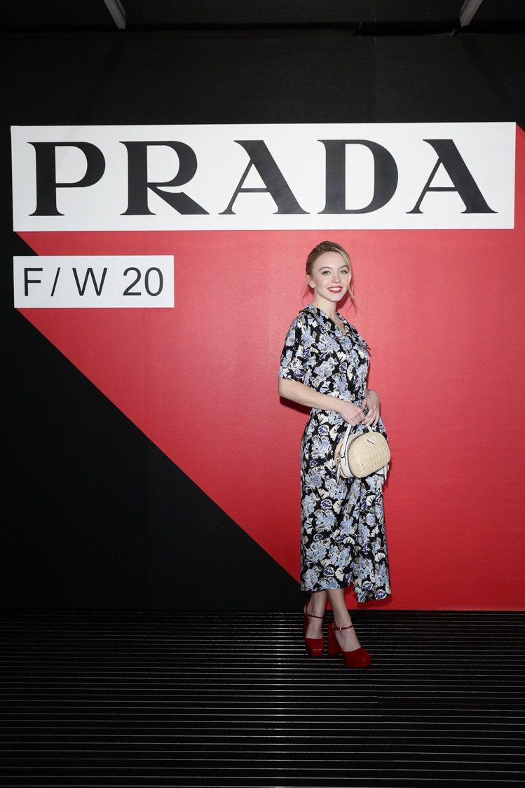 美國女演員辛德妮.史威尼的紅唇和鞋履有巧妙呼應。圖/PRADA提供