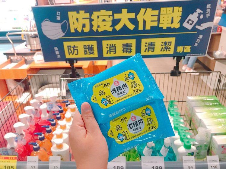 全聯搶先開賣台糖酒精擦隨身包,每包售價24元。圖╱全聯福利中心提供