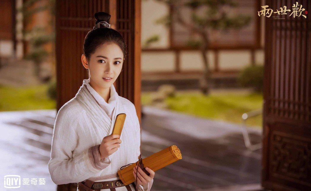 陳鈺琪在「兩世歡」戲中一人分飾二角。圖/愛奇藝台灣站提供