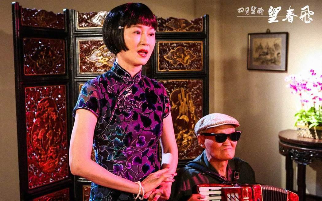 李之勤在「望春風」單元中飾演歌女、劇團女主角。圖/台視提供