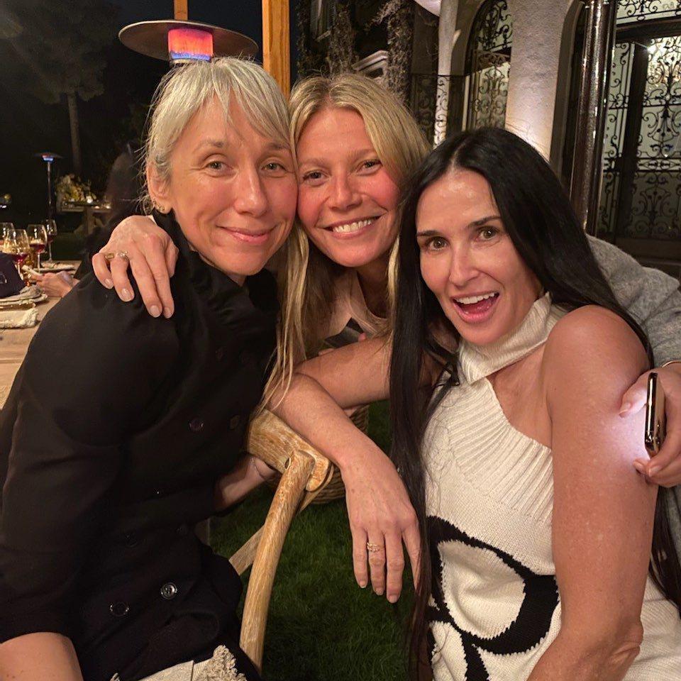 亞莉珊卓葛蘭特(左起)、葛妮絲派楚和黛咪摩兒都現身素顏派對。圖/摘自Instag