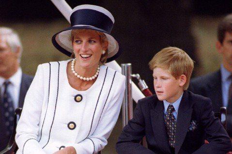 哈利王子與妻子梅根脫離英國皇室「重要成員」身分已在倒數計時,據傳兩人3月只剩下零星需履行、早已安排好的公開行程,就會在3月31日起正式揮別繁重的皇室任務,可望正式展開心生活。但媒體又指兩人似乎不一定...