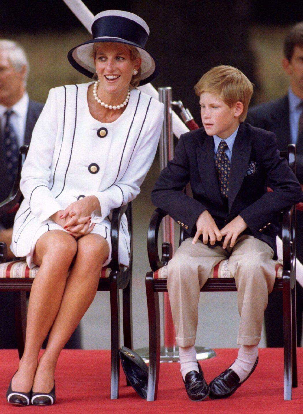 黛安娜對小兒子哈利相當呵護關愛。圖/路透資料照片