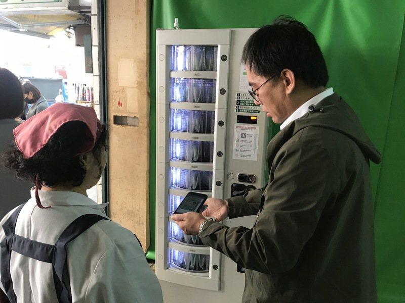 一名網友PO文提到,口罩販賣機一出來,便開始有一堆人批評,並質疑「疫情結束後機器要去哪?」圖/業安科技公司(Yallvend)提供