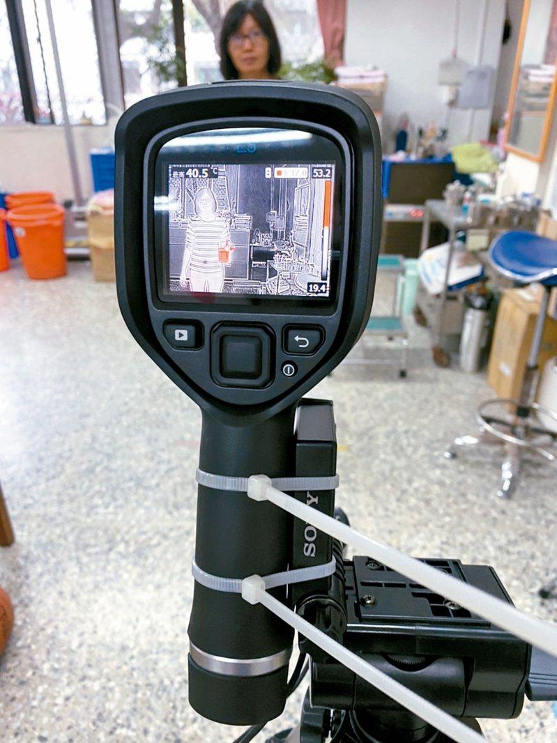 台東縣教育處因應新冠肺炎疫情,開學日前購置2台紅外線熱影像感測儀,功效有如「海關等級」。 圖/教育處提供