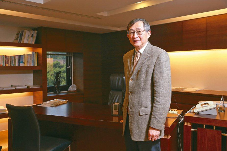 前健保局總經理張鴻仁指出,適當分流與醫療,是防疫的重中之重。 記者葉信菉/攝影