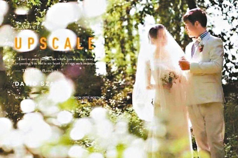武漢江夏區第一人民醫院呼吸與危重症科醫生彭銀華(右),與未婚妻拍好的婚紗照已用不上。 (環球網)
