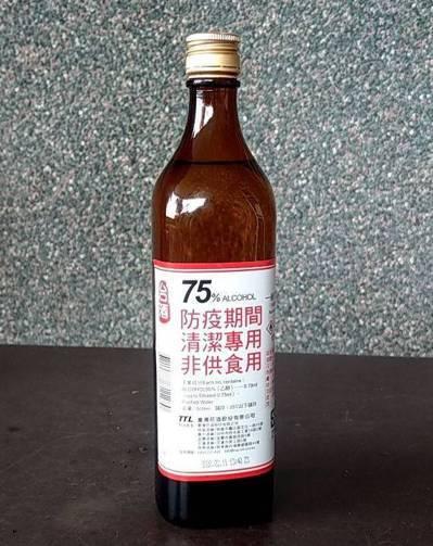 宜蘭酒廠改生產酒精,瓶身特別標註清潔專用、非供食用。圖/聯合報系資料照片