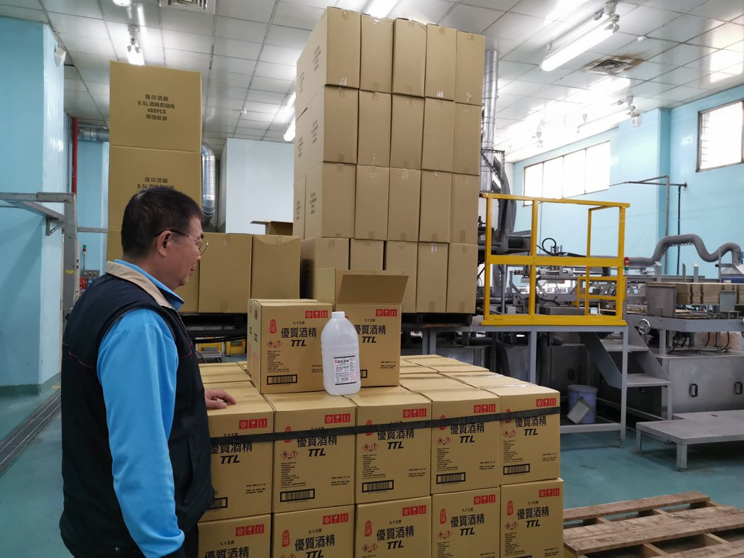 因應疫情,台酒隆田酒精工廠增產,產能增加逾10倍。圖/聯合報系資料照片