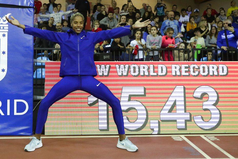 委內瑞拉田徑女將羅哈斯打破女子室內三級跳遠的世界紀錄。 美聯社