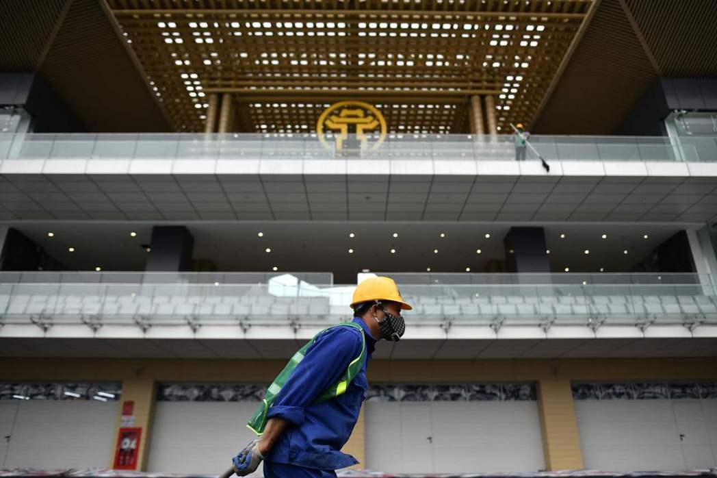 即便F1上海站賽事受新冠肺炎疫情影響,河內站賽事仍將如期於4月初登場。圖為一名正...