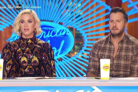 美國知名選秀節目《美國偶像》(又翻譯成「一夜成名」,American Idol)近日傳出意外,據美媒報導,該節目錄製過程中,評審凱蒂佩芮(katy perry)聞到濃濃瓦斯味,然後在消防車前昏厥倒地...