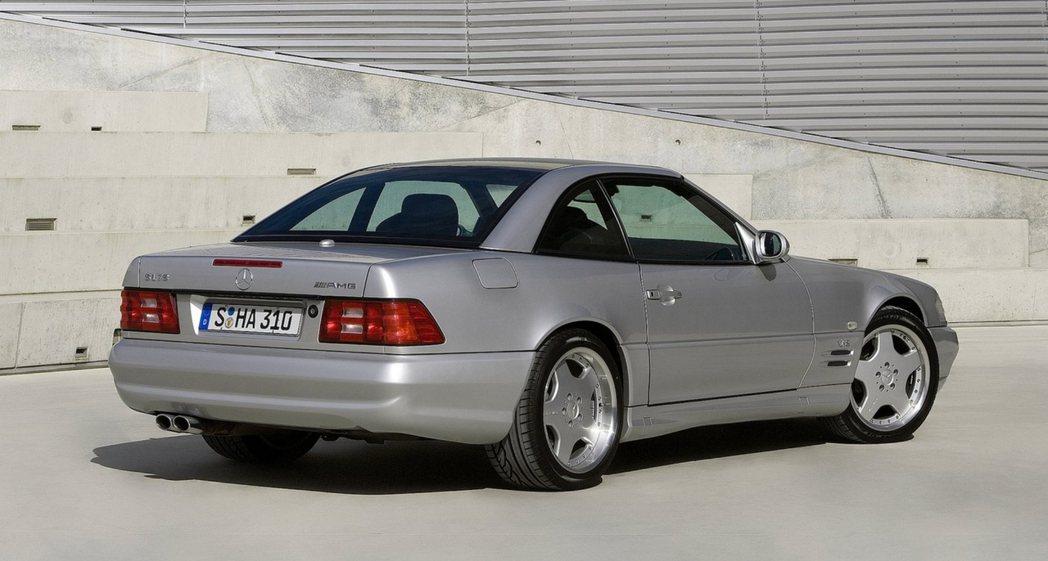 搭載7.3升V12引擎的Mercedes SL 73 AMG。 摘自Merced...