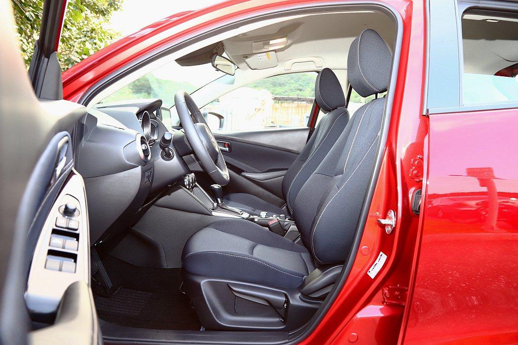 新世代Mazda 3、CX-30新的座椅設計理念,在小改款Mazda 2也相同導...