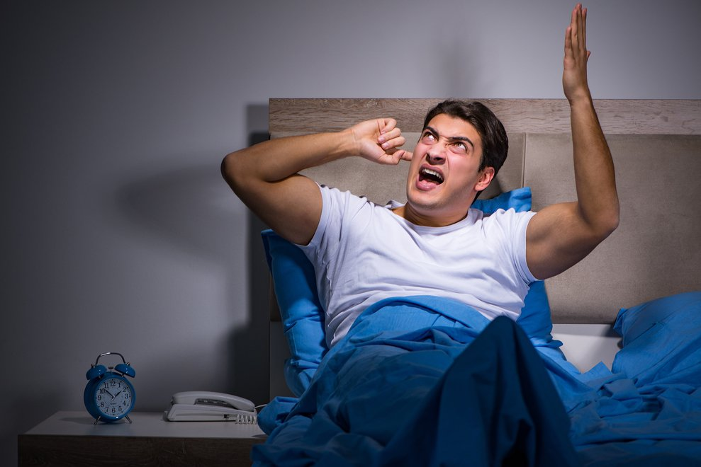 原PO樓上的鄰居每天早上7點至晚上11點間不斷傳出噪音,嚴重影響他們一家的生活。...