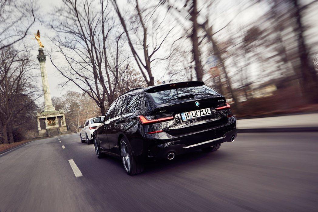 BMW 330e Touring。 摘自BMW