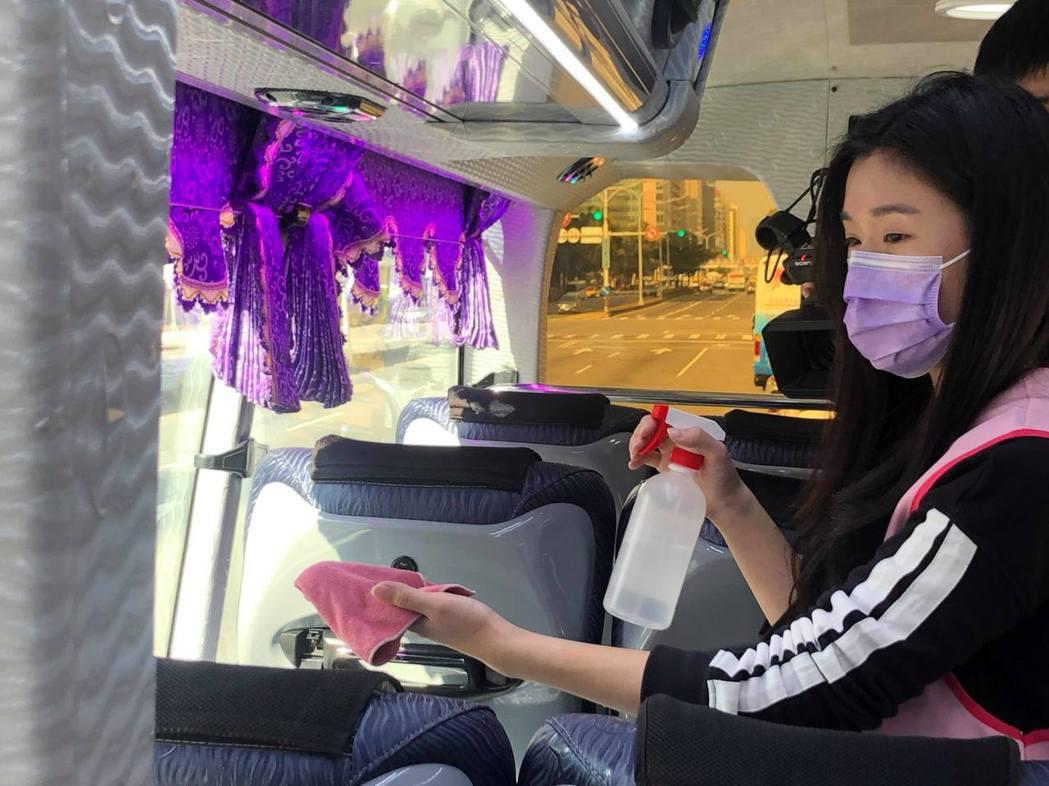 國旅協會認為,只要將車上消毒作業做好,民眾一樣能安心出遊。記者曹悅華/攝影
