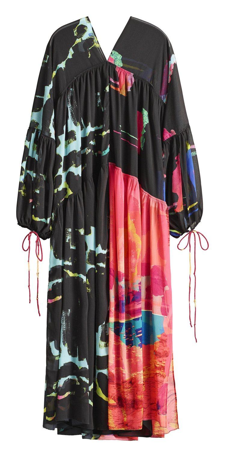 H&M Studio春夏系列印花洋裝4,999元。圖/H&M提供