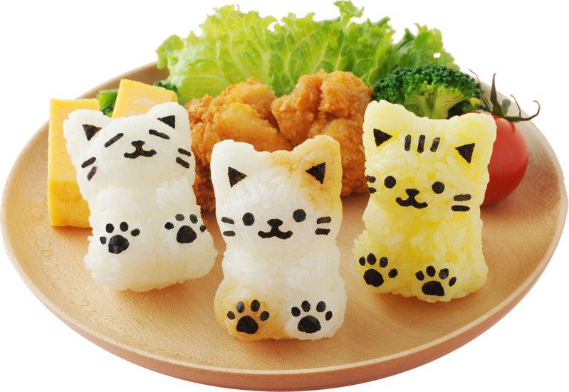 小貓飯糰造型壓模組可自製可愛的貓飯糰,搭配海苔做表情、花紋更可愛,售價480元。圖/台隆手創館提供