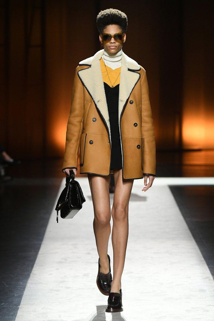 2020秋冬TOD'S女裝在簡約剪裁中展現女性的魅力。圖/TOD'S提供
