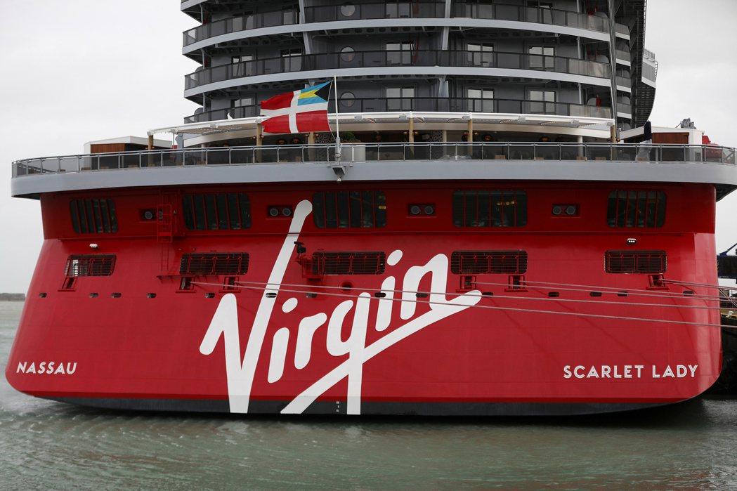 停泊在美國丹佛港的維珍遊輪首艘遊輪「紅女郎號」。路透