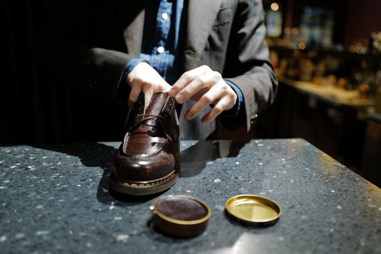 全預約制的El Gato,提供有快速、基礎、完整的三種不同專業擦鞋服務。圖 / ...