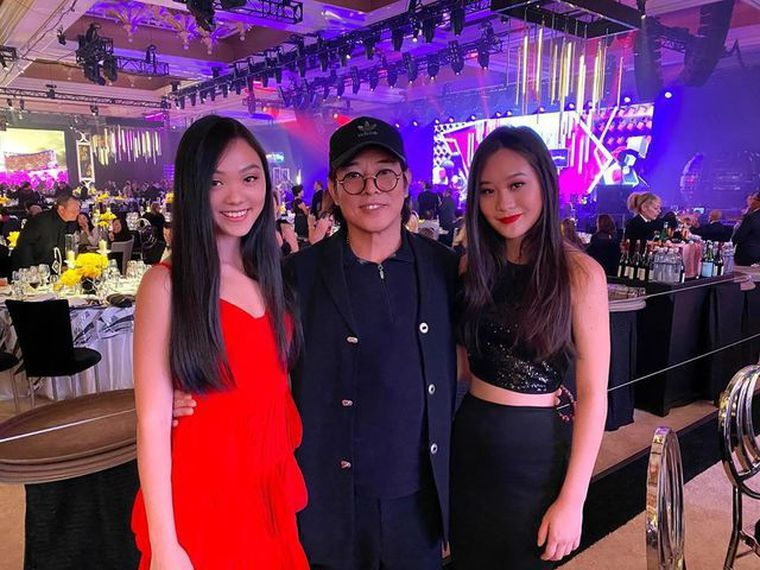 李連杰與2個女兒。圖/摘自IG