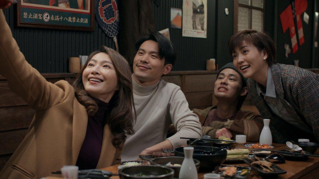 侯怡君(左起)、姚淳耀、夏騰宏、瑭霏演出「鏡子森林」。圖/公視提供
