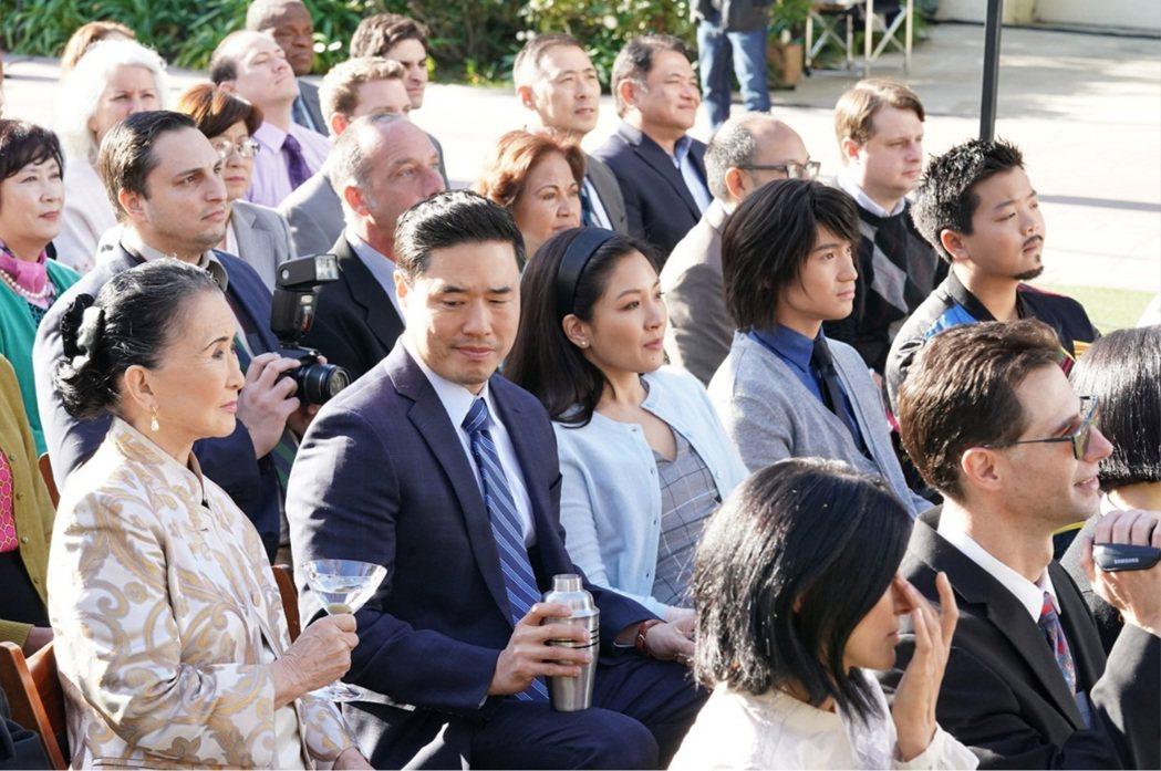 「菜鳥新移民」大結局中黃家有兒子從常春藤聯盟名校畢業。圖/摘自imdb