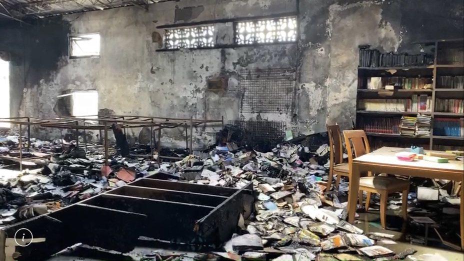 花蓮玉里天主堂的資源回收場昨天清晨起火,倉庫內許多愛心物資付之一炬。聯合報系記者王燕華/翻攝