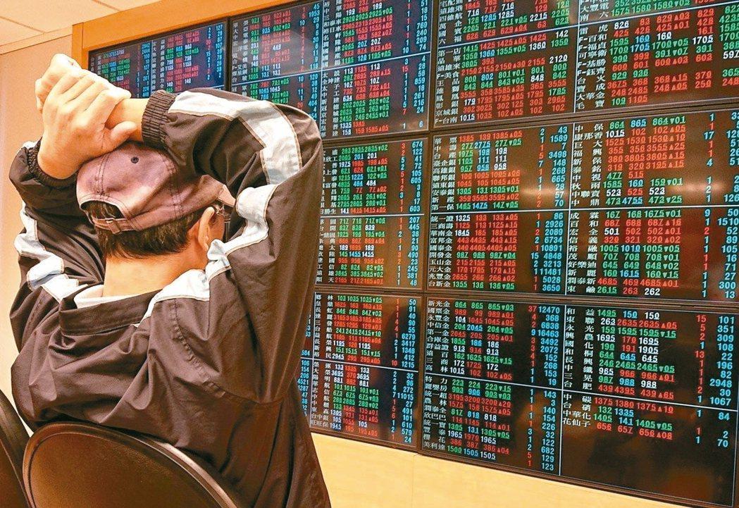 存股成為全民運動,專家指出,想進一步提高報酬率,除單一ETF再投資,股債ETF混...