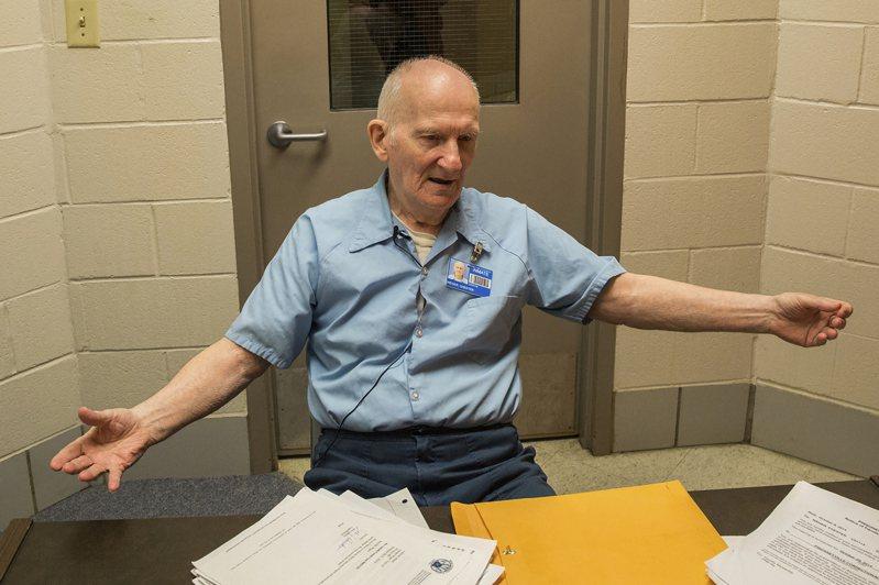 冤獄60年重獲自由已是白髮滄桑,圖為威格2016年在監獄接受訪問。美聯社