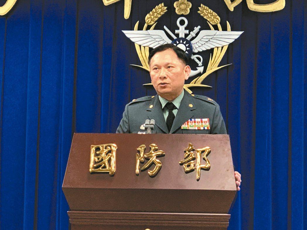 國防部發言人史順文上午表示,防疫管制涉及國家安全,大部分官兵都願共體時艱,配合調...