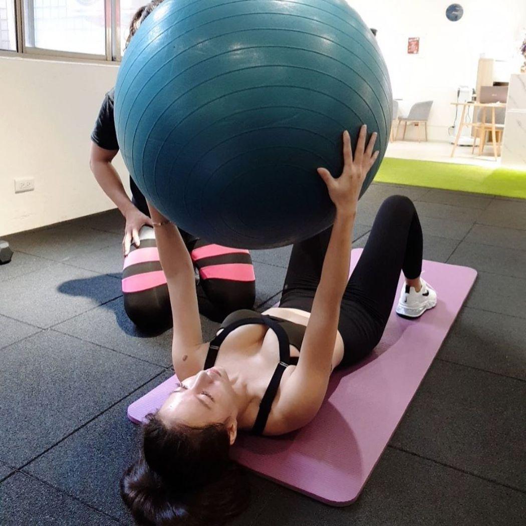 林采緹分享健身照片。 圖/擷自林采緹IG