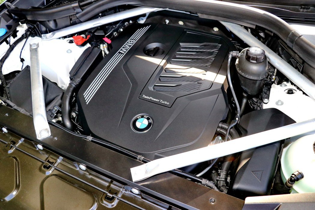 本次試駕的BMW X6 xDrive40i,搭載3.0升BMW TwinPowe...