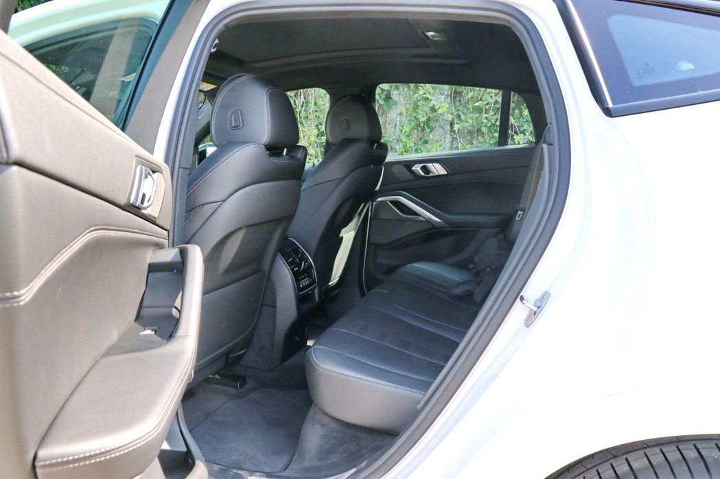 空間部分則因為車身尺碼與軸距放大,讓整體車室空間更獲得釋放。 記者陳威任/攝影