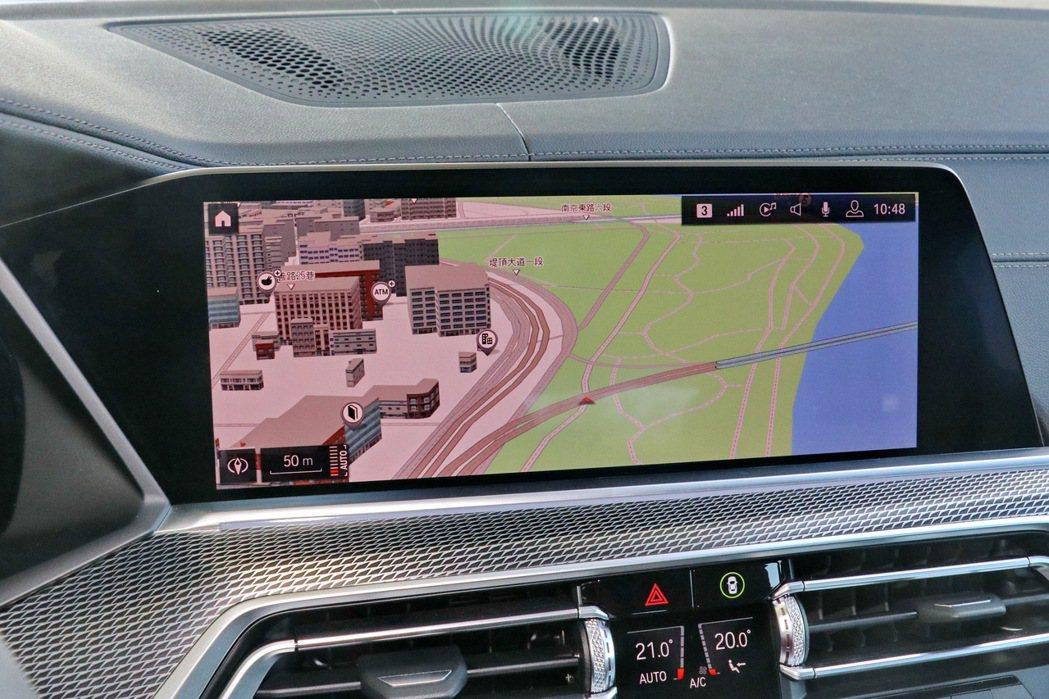 12.3吋中控觸控大螢幕搭配iDrive 7.0介面充滿科技感。 記者陳威任/攝...