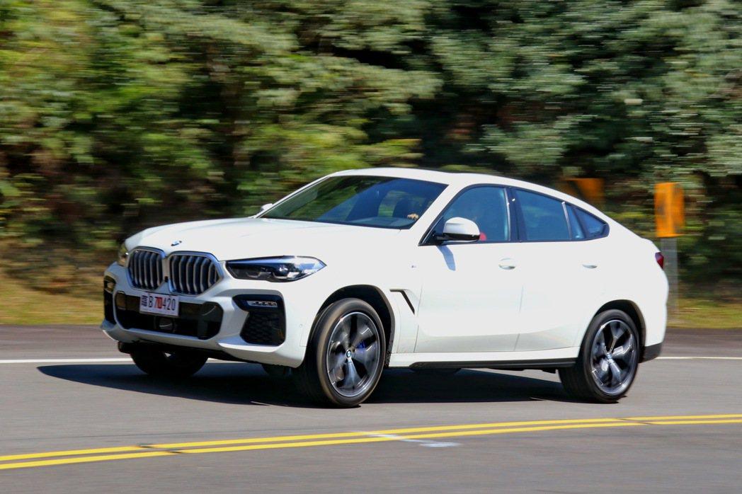 BMW X6 xDrive40i M Sport配備了全時四輪驅動系統的配置,即...