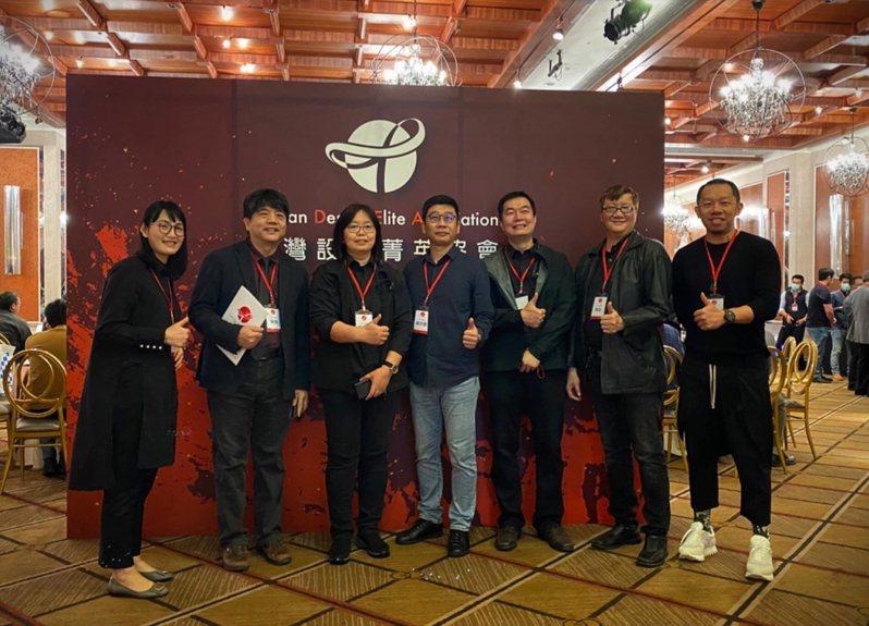 「台灣設計菁英協會」前天舉辦成立大會,並選出第一屆理事長、常務理事、理監事,左二即為協會第一屆理事長的陳鎔。圖/台灣設計菁英協會提供