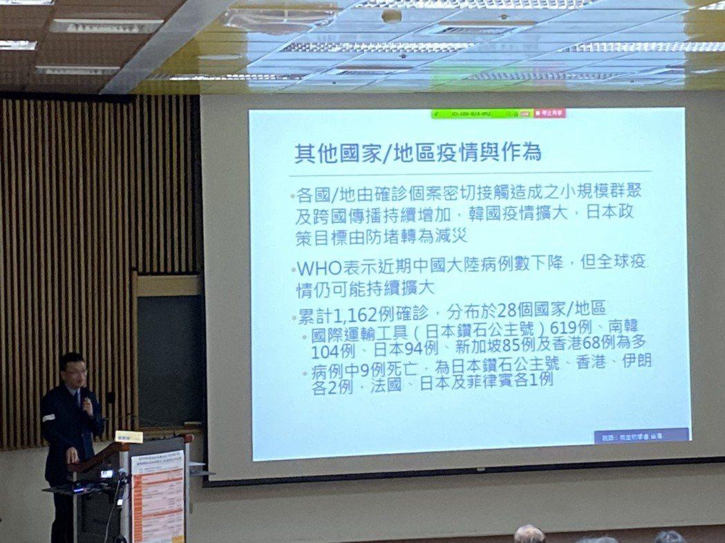 疾管署防疫醫師蘇家彬表示,新冠肺炎60歲以上的年長者,死亡風險的確較高。而由於中...
