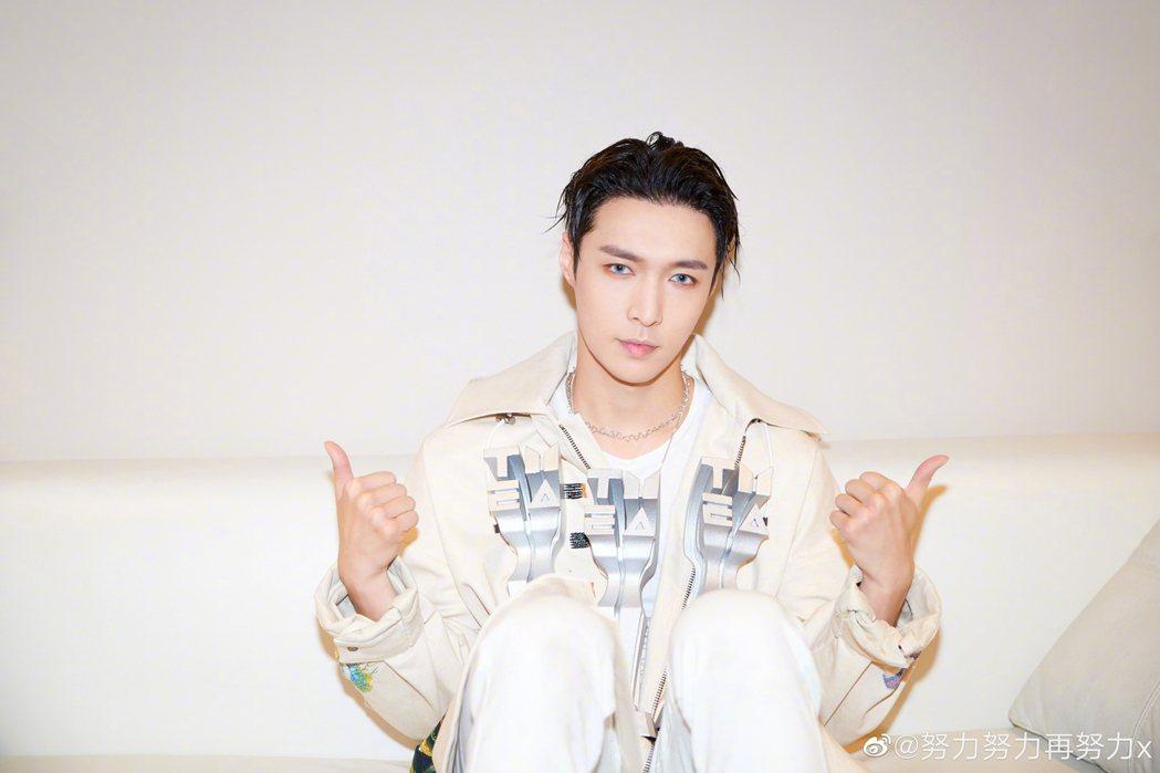 「EXO」成員張藝興在大陸多元發展。圖/摘自微博