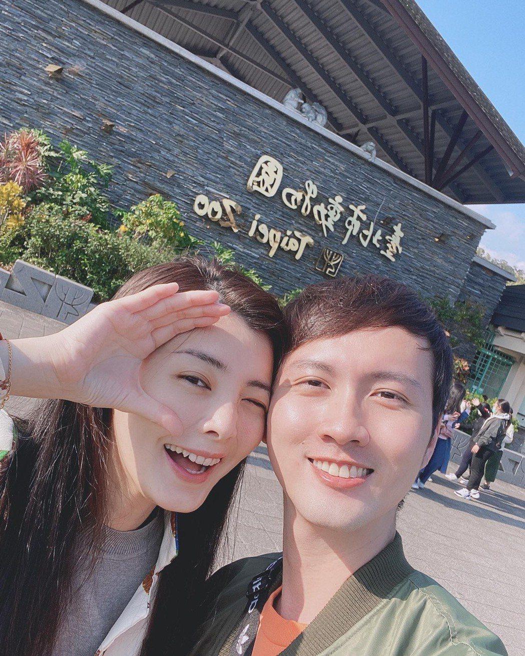 張捷(右)求婚,夏如芝點頭答應嫁了。圖/摘自臉書